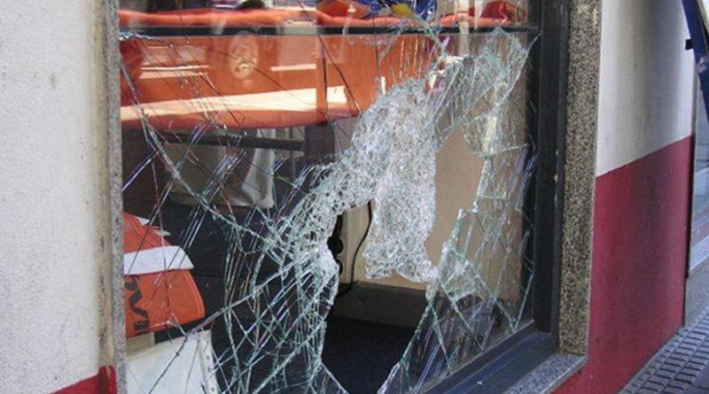 window thief steal