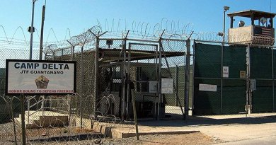 Camp Delta, Guantanamo. Photo by Kathleen T. Rhem, US Defense Dept, Wikipedia Commons.