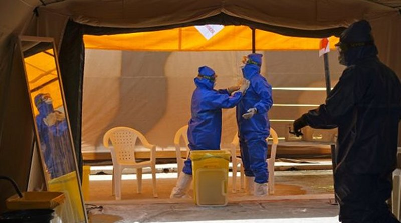 Researchers studying effects of Ebola. Photo credit: IRD / Eric Delaporte