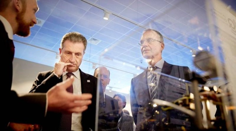 Dutch economic affairs minister Henk Kamp and EU digital economy and society commissioner Günther Oettinger. Photo Credit: The Netherlands EU Presidency 2016.