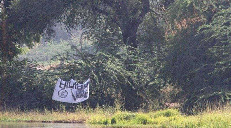 A Boko Haram flag flying near the Bosso post on the Niger-Nigeria border, near Lake Chad. Photo credit: European Commission DG ECHO.