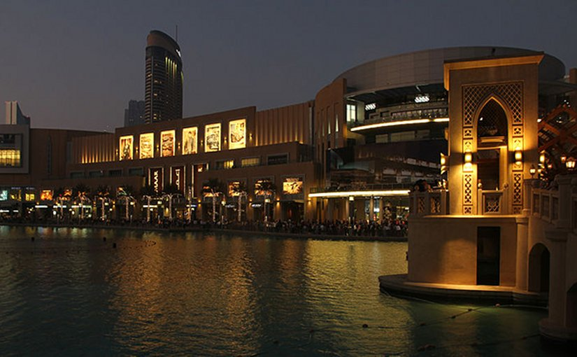 Dubai Mall near the Fountain at Dusk. Photo by Donaldytong, Wikipedia Commons.