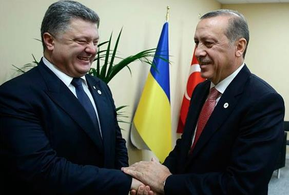 Photograph of Mr. Poroshenko with Turkish President Recep Tayyip Erdoğan that accompanied the controversial report about the Kherson region (Source: Pradva.ru)