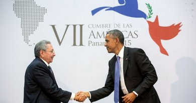 US President Barack Obama greets President Raul Castro of Cuba before their bilateral meeting. Official White House Photo