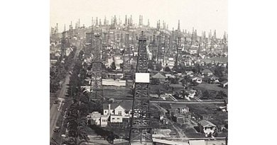 Oil field at Signal Hill in the Los Angeles Basin in 1923. Credit The Aerograph Co./ US Library of Congress