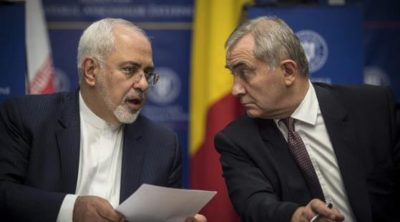 Foreign Minister Mohammad Javad Zarif (l), with Romanian Foreign Minister Lazar Comanescu (r)