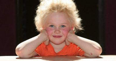 Girl with uncombable hair.