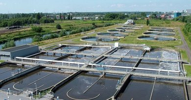 Overview of the wastewater treatment plant of Antwerpen-Zuid, located in the south of the agglomeration of Antwerp (Belgium). Photo by Annabel, Wikipedia Commons.
