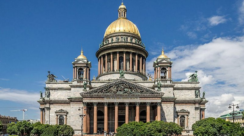 Saint Isaac's Cathedral on Saint Isaac's Square in Saint Petersburg, Russia. Photo by Alex 'Florstein' Fedorov, Wikipedia Commons.