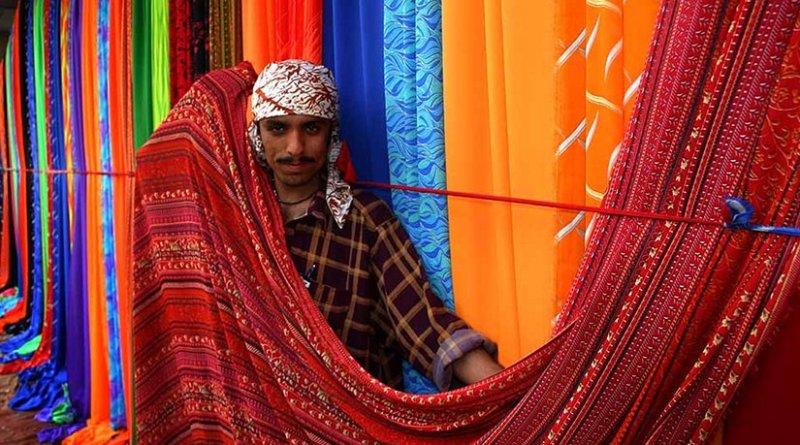 Sunday textile market on the sidewalks of Karachi, Pakistan. Photo by Steve Evans, Wikimedia Commons.