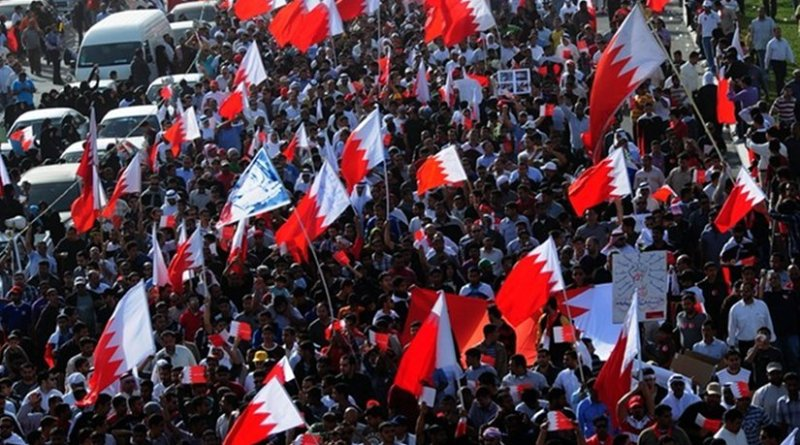 """Over 100,000 people in Bahrain taking part in the """"March of Loyalty to Martyrs"""", honoring political dissidents killed by security forces. Photo by Lewa'a Alnasr, Wikipedia Commons."""