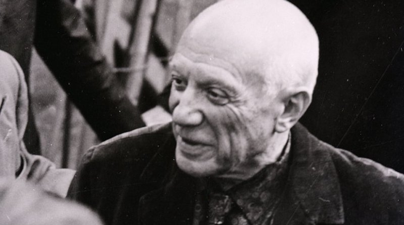 Pablo Picasso photographed in 1953 by Paolo Monti during an exhibition at Palazzo Reale in Milan (Fondo Paolo Monti, BEIC), Wikipedia Commons.