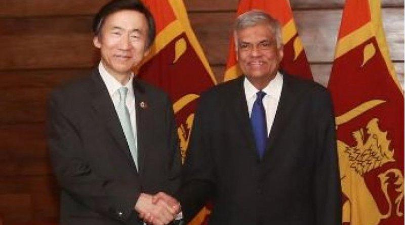 South Korea's Foreign Minister Yun Byung-se with Sri Lanka's Prime Minister Ranil Wickremesinghe. Photo Credit: Sri Lanka government.
