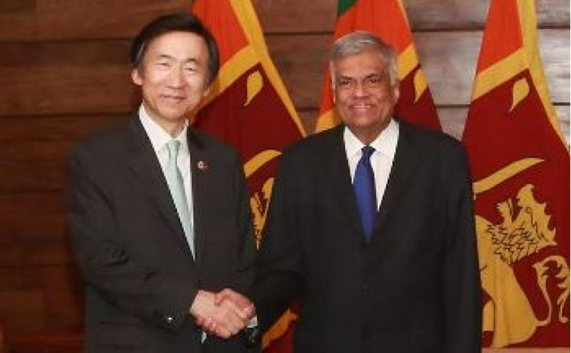 South Korea's Foreign Minister Yun Byung-se with Sri Lanka's Prime Minister Ranil Wickremesinghe. Photo Credit: Sri Lanka government.