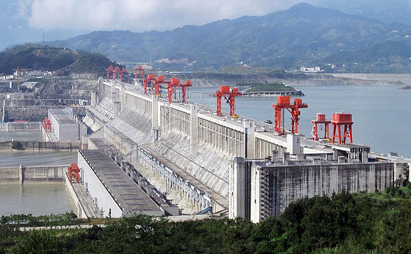 Three Gorges Dam hydroelectric power plant in Hubei province, China. Photo Rehman, Wikipedia Commons.