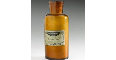 Developed in 1916 by German dye manufacturers Frederich Bayer and Co., Bayer 205 (later renamed suramin) was found to be effective against parasitic trypanosomes responsible for African sleeping sickness (trypanosomiasis). This bottle of suramin powder was given out free of charge for clinical trials of the first production batch. Credit Science Museum, London.