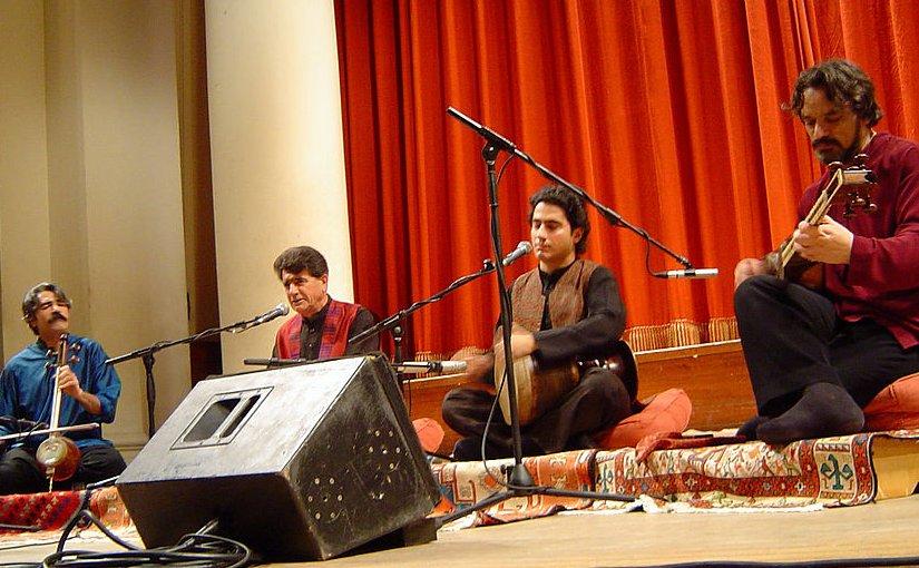 Mohammad Reza Shajarian at a concert in London. Photo by Khashayar Karimi, Wikipedia Commons.