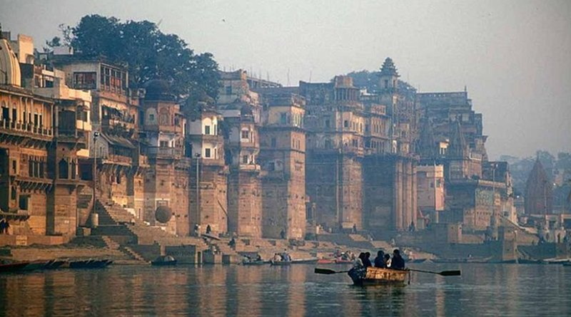 The Ganges (Ganga) River, Varanasi, Uttar Pradesh, India. Photo by Babasteve, Wikimedia Commons.