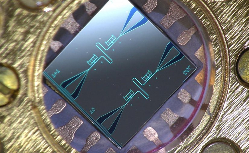This is a photo of the centimeter-sized silicon chip, which has two parallel superconducting oscillators and the quantum-circuit refrigerators connected to them. Credit Aalto University / Kuan Yen Tan