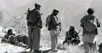 Mujahideen fighters in the Kunar Province of Afghanistan in 1987. Source: Wikipedia Commons.