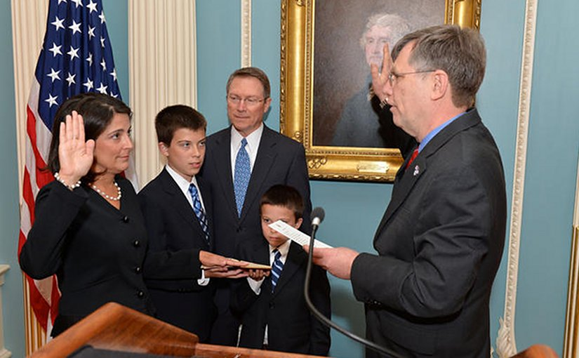 Dana Shell Smith being sworn in as US ambassador to Qatar in 2013. State Department.