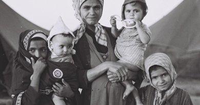 A Jewish Yemenite mother in Aden camp, during Operation Magic Carpet (Yemen). Photo by David Eldan, Wikipedia Commons.
