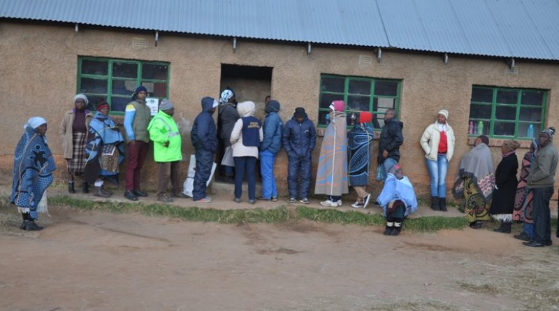 Voters queuing to cast their votes in Qachas Nek district, bordering on Eastern Cape Province of South Africa. Credit: Sechaba Mokhethi   IDN-INPS