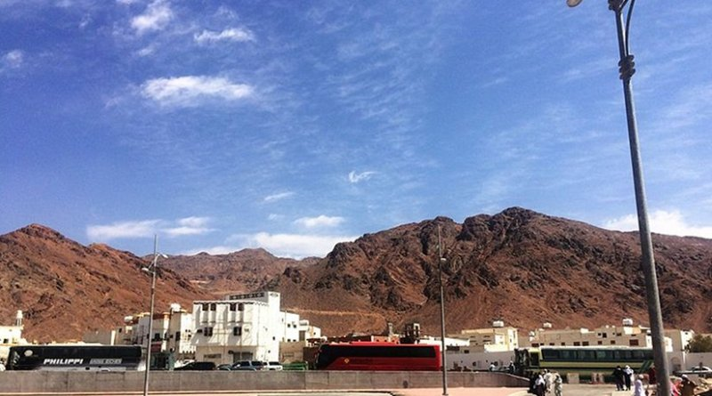 Mount Uhud seen from cemetery of Uhud martyrs in Saudi Arabia. Photo by CR Guru PK, Wikipedia Commons.