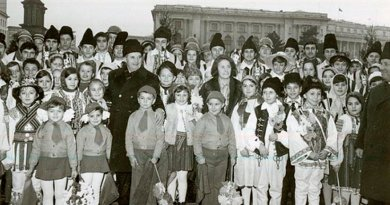 Romania's communist dictator, Nicolae Ceausescu, and his wife, Elena, posing with children in 1978. Photo: Romanian communism online photo library/ picture #BA225.