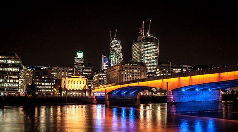 London Bridge in London (UK) at night. File photo by Digital-Designs, Wikipedia Commons.