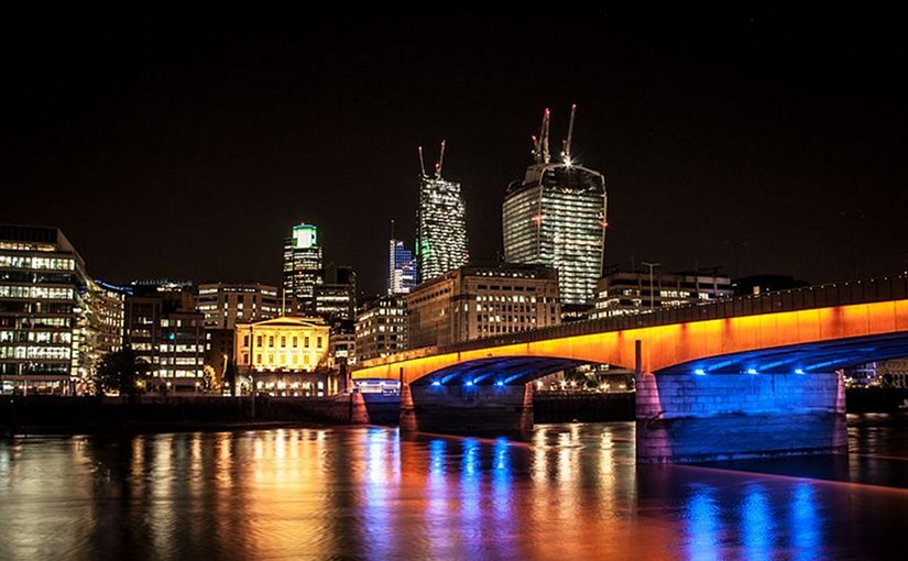 London Bridge in London (UK) at night. File photo by Digital-Designs, Wikipedia Commons.