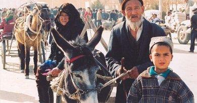 Uyghurs in Kashgar, Xinjiang, China. Photo: Wikimedia Commons.