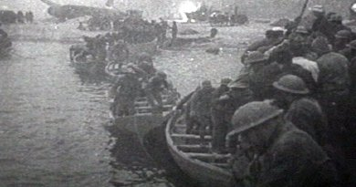 British troops escaping from Dunkirk in lifeboats (France, 1940). Screenshot taken from the 1943 United States Army propaganda film Divide and Conquer (Why We Fight #3) directed by Frank Capra. Source: Wikipedia Commons.