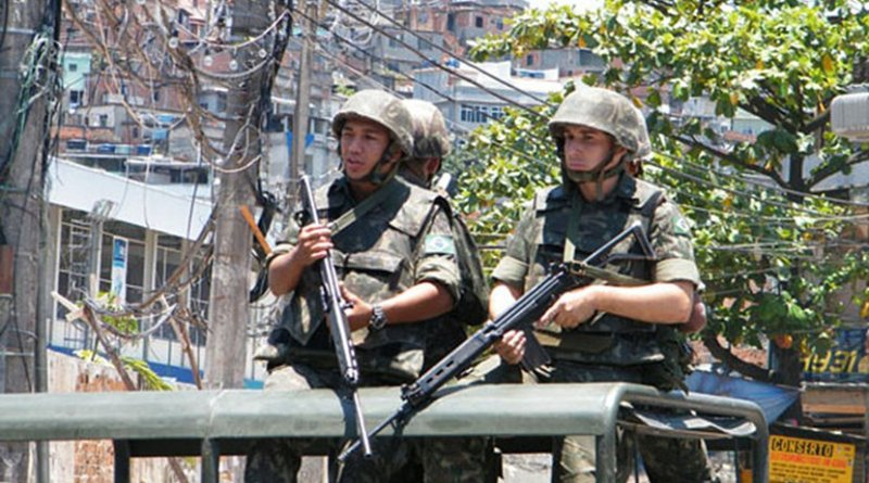 Members of Brazil's Army on security detail in poor neighborhood of Rio de Janeiro. Photo Credit: Agência Brasil -ABr, Wikimedia Commons.