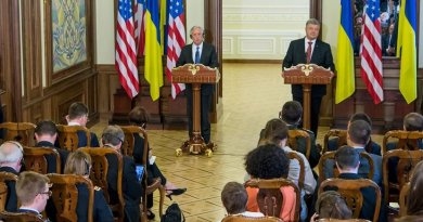 Defense Secretary Jim Mattis and Ukrainian President Petro Poroshenko speak to reporters in Kyiv, Ukraine, Aug. 24, 2017. DoD photo by Air Force Staff Sgt. Jette Carr