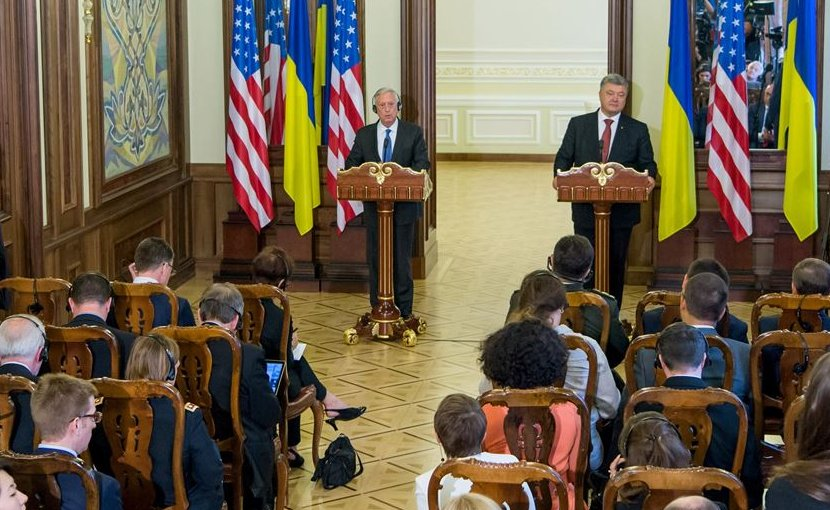 Defense Secretary Jim Mattis and Ukrainian President Petro Poroshenko speak to reporters in Kyiv, Ukraine, Aug. 24, 2017. DoD photo by Air Force Staff Sgt. Jette Carr