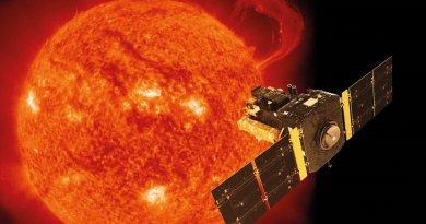 Artist's impression of ESA and NASA's SOHO space observatory in orbit around the Sun (photograph taken by SOHO's EIT instrument (Extreme-ultraviolet Imaging Telescope) on 14 September 1999). © ESA/ATG medialab/SOHO (ESA/NASA)