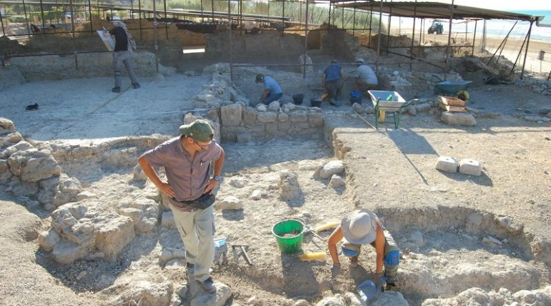 Davide Tanasi, Ph.D., assistant professor in the USF Department of History, leads a team in uncovering the ancient Roman villa Durreueli at Realmonte. Credit Dr. Davide Tanasi