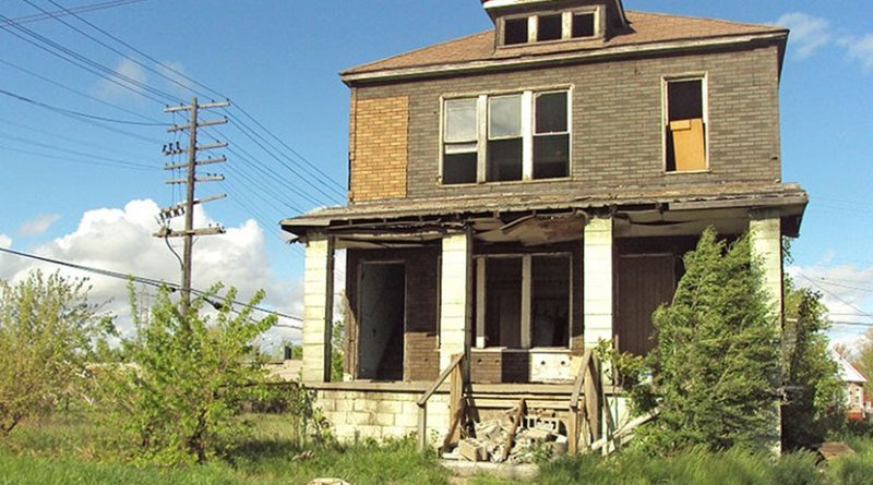 An abandoned house in the Delray neighborhood of Detroit. Photo by Notorious4life, Wikipedia Commons.