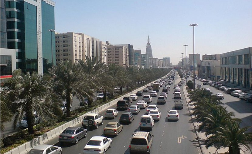 Traffic in Riyadh, Saudi Arabia. Photo by Ammar Shaker, Wikipedia Commons.