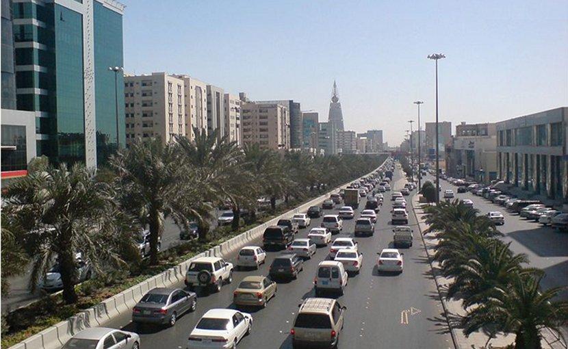 Traffic in Riyadh, Saudi Arabia. Photo by Ammar Shaker, Wikipedia Commons.