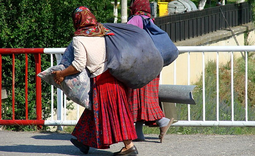Roma (Gypsy) women returning from market in Sighisoara, Romania. Photo by Adam Jones adamjones.freeservers.com, Wikipedia Commons.