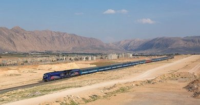 Islamic Republic of Iran Railways with the night train from Shiraz to Tehran outside of Shiraz, Iran. Photo by Kabelleger / David Gubler, Wikimedia Commons.