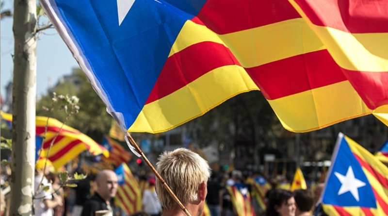 The estelada (Catalan pro-independence flag). Photo by Ivan McClellan, Wikipedia Commons.