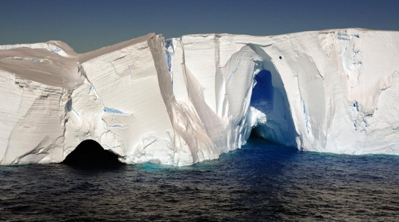Ice cliffs in Pine Island Bay, taken from the IB Oden. Credit Martin Jakobsson