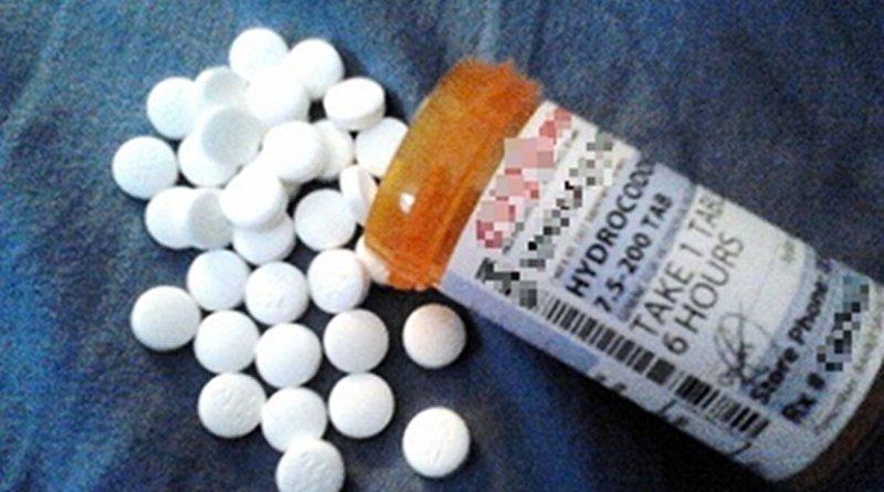 Generic hydrocodone/ibuprofen. Photo by Rotellam1, Wikipedia Commons.