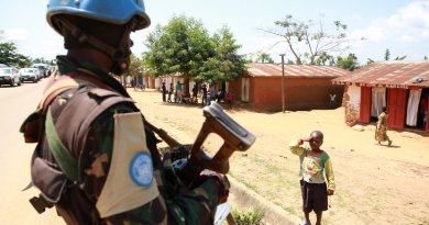 A Congolese child saluting a UN peacekeeper. Photo MONUSCO/Abel Kavanagh, Wikipedia Commons.