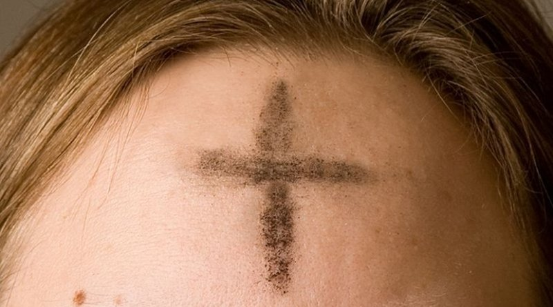 A cross of ashes on a worshipper's forehead on Ash Wednesday. Photo by Oxh973, Wikipedia Commons.