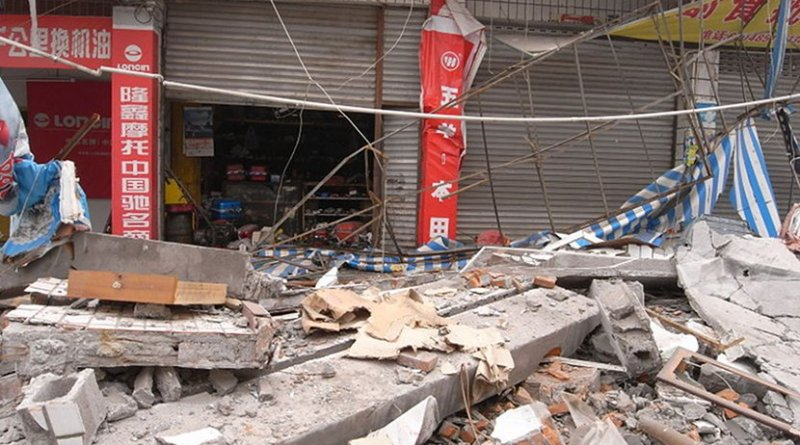 A photo taken at Jundao, a severely devastated town in Sichuan during the 2008 Sichuan Earthquake. Photo by Miniwiki, Wikimedia Commons.
