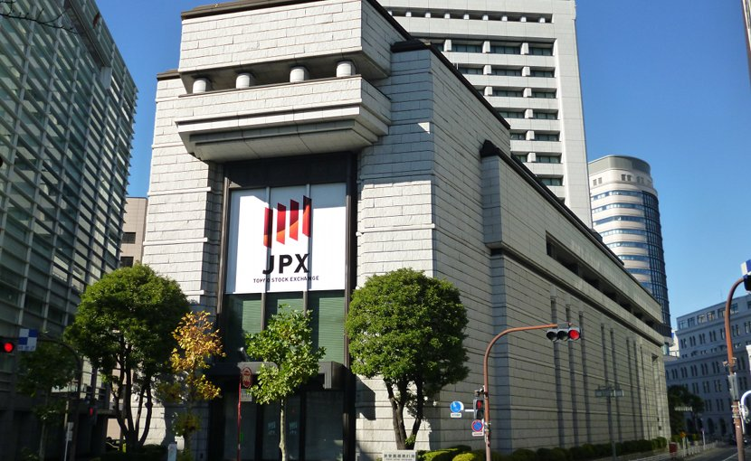 Japan Stock Exchange. Photo by EXECUTOR, Wikimedia Commons.
